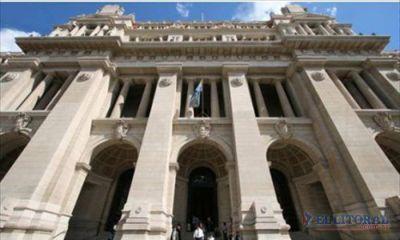 """Suma críticas locales la designación """"en comisión"""" y por decreto presidencial de dos ministros de la Corte Suprema de Justicia"""