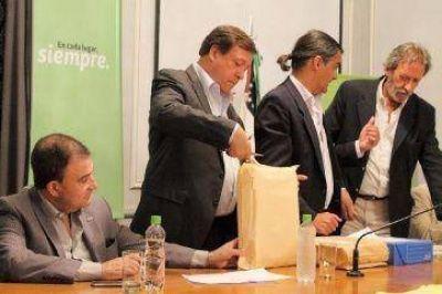 El gobernador Weretilneck licitó 200 viviendas