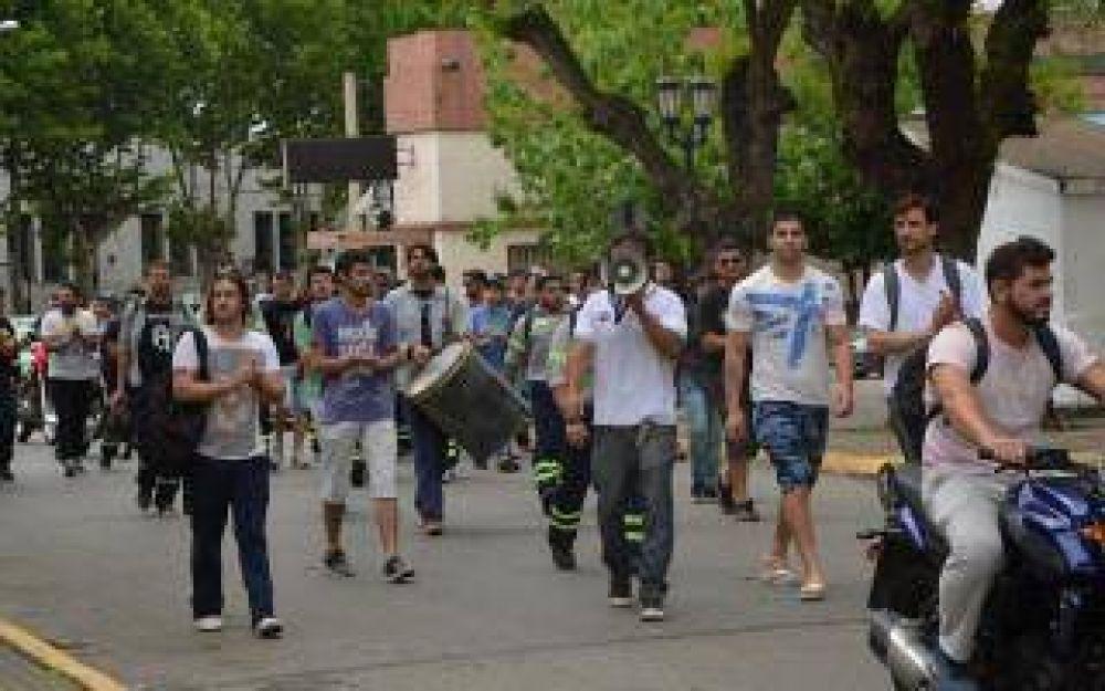 Campana: Marcha de empleados despedidos de Siderca