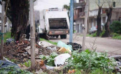 Camioneros, en alerta: exigen que se firme el contrato de recolección de residuos
