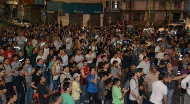 La UOM se moviliza al Ministerio de Trabajo por 600 despidos en Campana