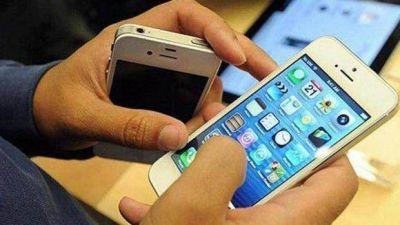Arroyo cortó el servicio de celulares a funcionarios