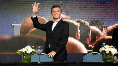 Mauricio Macri, entre Alberto Manguel y el papa Francisco