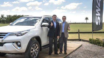 Señal para la industria: analizan bajar el impuesto a los autos de alta gama