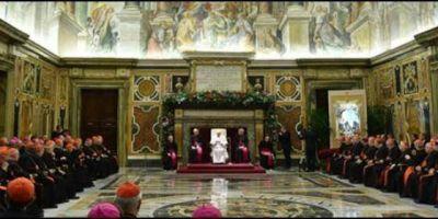 Francisco asegura ante la Curia que la reforma