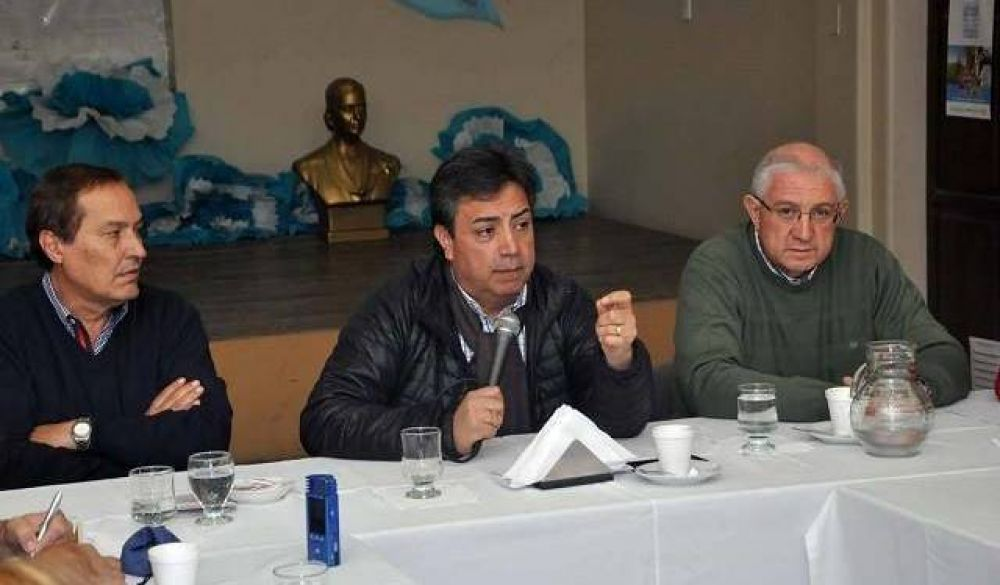 Eduardo Cabello continuará al frente de la CGT, por lo menos, hasta marzo