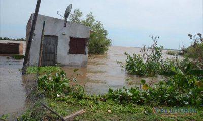 El Paraná tuvo un leve descenso pero se mantiene el número de familias evacuadas