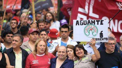 Partidos de izquierda reclamaron un bono navideño en la Plaza de Mayo
