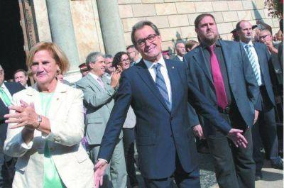 Acuerdo independentista en Cataluña para nombrar presidente a Artur Mas
