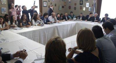 Presupuesto: Varios planteos de legisladores e intendentes del FpV al Ministro de Economía