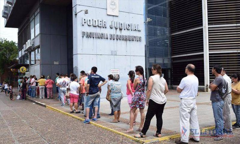 Corrientes paga sueldos desde el próximo lunes y se diferencia de otras provincias