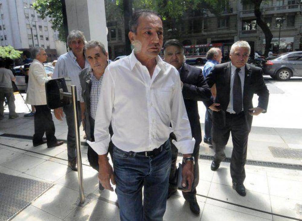 Gremios del transporte presionan para negociar primero con Macri