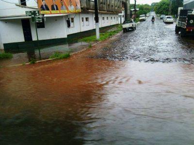 Los residuos en los desagües provocan anegamientos