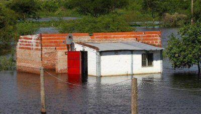 Inundaciones: dos muertos y 20 mil evacuados