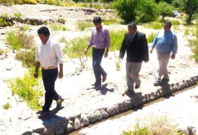 Delinean trabajo para la provisión de agua en San José
