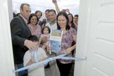 Lucía entregó viviendas a otras 197 familias