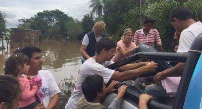 Acercan asistencia sanitaria y alimentaria a familias evacuadas