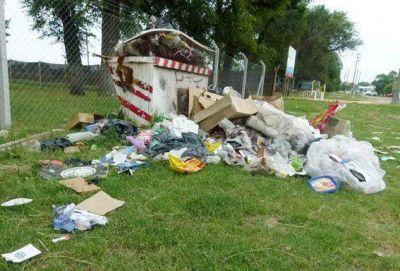 Malestar por la acumulación de basura en la zona del Velódromo