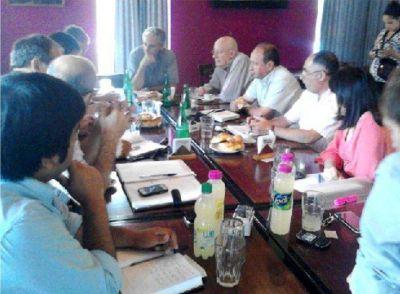 Gastón recibió a intendentes de la zona con el objetivo de trabajar mancomunadamente como una región