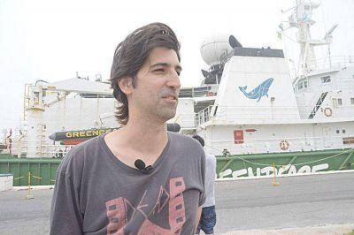 La defensa de los bosques argentinos navega a bordo del barco