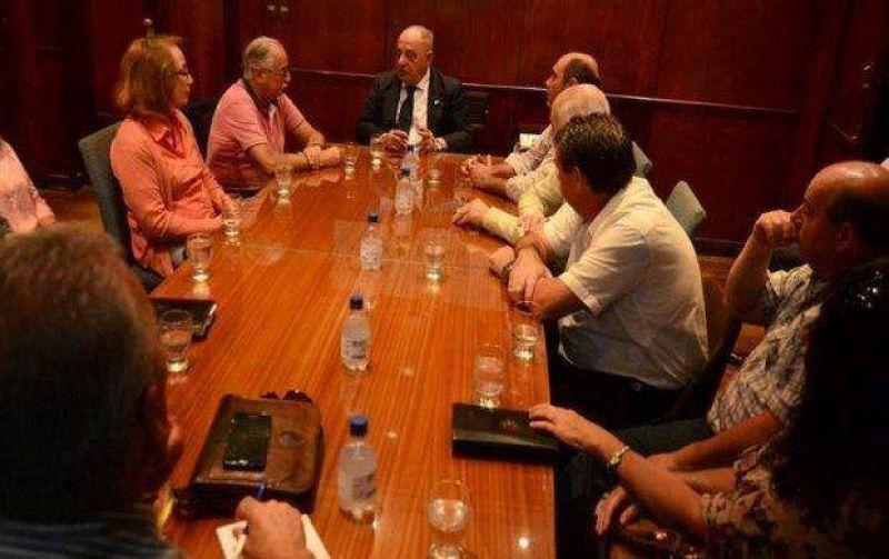 Contratados municipales le exigen hoy a Arroyo sus renovaciones por seis meses
