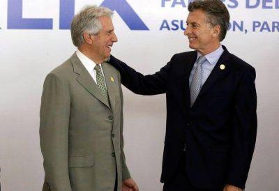 Macri busca relanzar el v�nculo con Uruguay y emprende la vuelta a Davos
