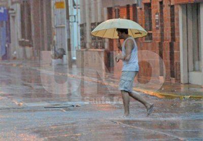 Con un río alto, los pronósticos de lluvia suman otra preocupación