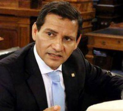 Mongel�: Mauricio Macri tiene la urgencia de llevarse puestas las instituciones