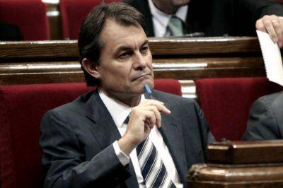 Artur Mas asegura que seguirá adelante y el frente secesionista se resquebraja