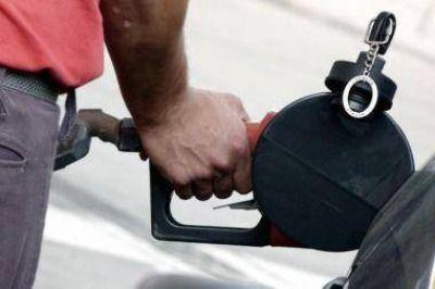 Aranguren confirmó que los precios de combustibles suben un 6 por ciento