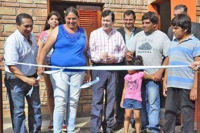El senador Gerardo Zamora presidió la entrega de viviendas sociales en el barrio IV Centenario