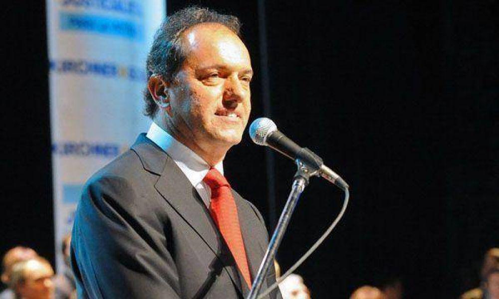 """Scioli llamó a recuperar """"la familia y el trabajo"""" para combatir la pobreza"""
