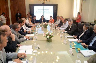 Buryaile y ministros de provincias afectadas por inundaciones analizaron medidas de prevención