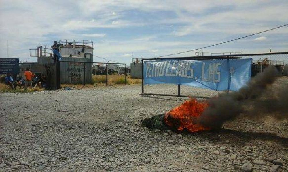 Gremio petrolero inició medida de fuerza en almacenes de YPF