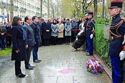 L�grimas, homenajes y sarcasmo a un a�o del atentado a Charlie Hebdo