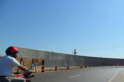 Quieren ornamentar el muro que separa Posadas y Encarnación