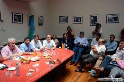 FPV ratifica que gobierno bonaerense debe bajar monto de endeudamiento de Presupuesto y se reúne con Salvai