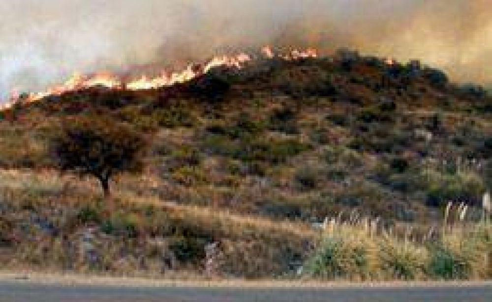 Incendios en Córdoba y San Luis: contuvieron la mayoría de los focos