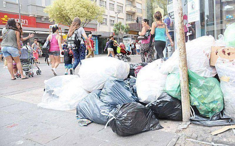 Moyano intercedió en el conflicto y hoy volverá la recolección de residuos