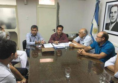 Concejales d Cambiemos reunidos por las tasas en la Cámara Comercial