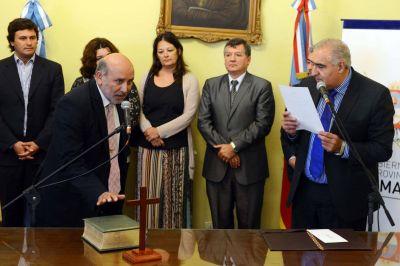 El vicegobernador tomó juramento a nuevos funcionarios de Educación