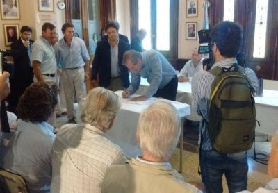 Schepens firmó el convenio de incentivo para el sector lechero