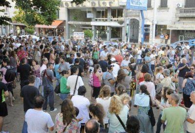 Una multitud se manifest� en el centro para defender la libertad de expresi�n