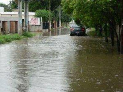 La persistente lluvia de ayer trajo alivio e inconvenientes