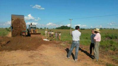 El Municipio de Santo Tomé colabora con máquinas de Vialidad y productores