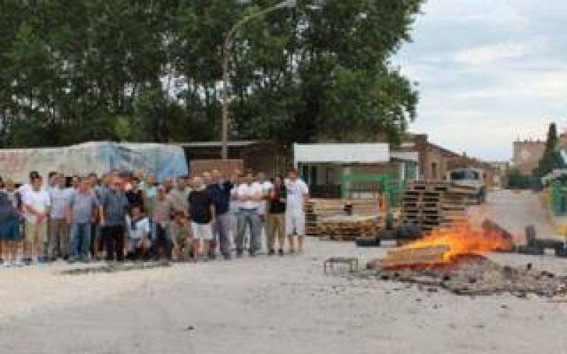 Azul: Una ceramista echó a 120 personas y los trabajadores paran la planta