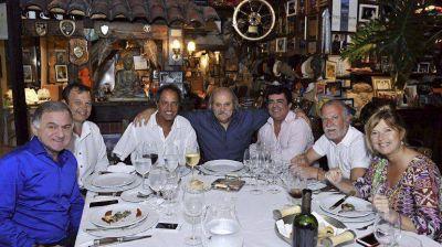Scioli celebró su cumpleaños con un asado entre amigos que tuvo un marcado perfil peronista
