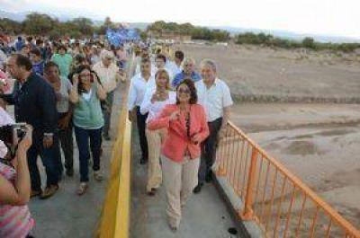 Fiambalá: Corpacci inauguró el puente sobre el río Abaucán