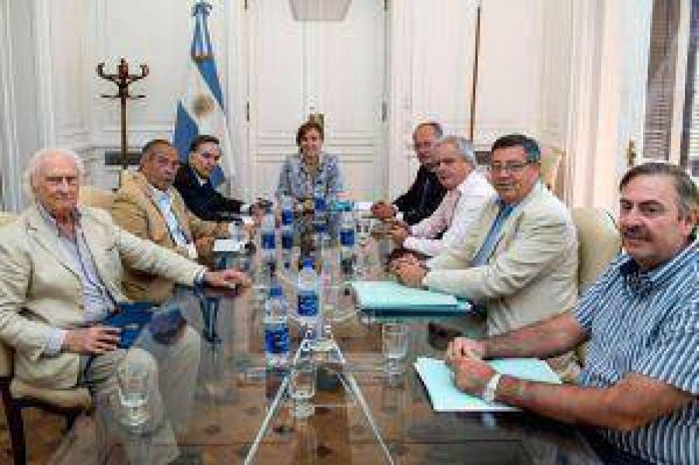 Michetti se reunió con jefes de bloque para avanzar con revisión de contratos