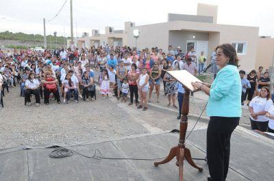 """""""Debemos ser de las pocas provincias que en enero siguen entregando viviendas"""""""